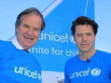 Norwegians CEO, Bjørn Kjos sammen med Generalsekretær i UNICEF Norge Bernt Apeland