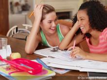 Sommerferien-Tipp: So lernt Ihr Kind in den Ferien spielend Sprachen