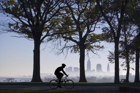 Theo Papaioannou (VV) har 30 min till jobbet, med cykel...