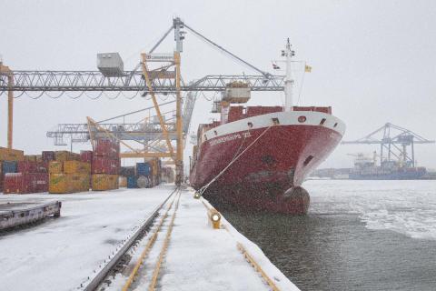 Helsingin sataman liikenne tammikuussa viime vuoden tasolla