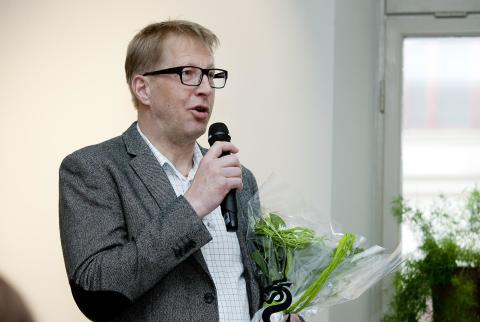 """Idag delade kommunstyrelsens ordförande Magnus Sjödin ut Sundsvalls kommuns utmärkelse """"Bra gjort för Sundsvall. Priset gick till Tomas Lindbäck, Sjölanders Måleri."""