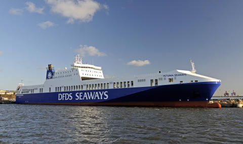 DFDS connects vessels to onshore power supply in Port of Gothenburg