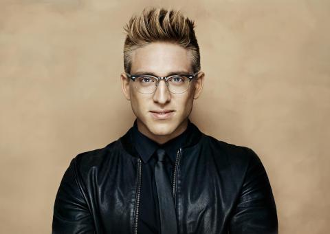 Danny väljer Smarteyes för moderiktiga glasögon – har tecknat långtgående samarbetsavtal