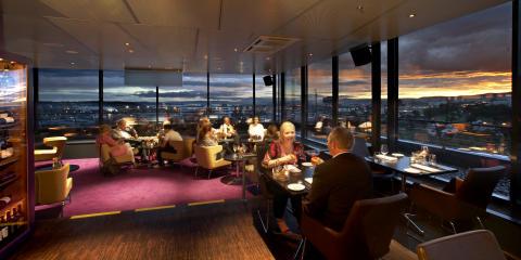 Henrik Ståhl  sjekker inn som ny hotelldirektør på Quality Hotell 33 i Oslo.