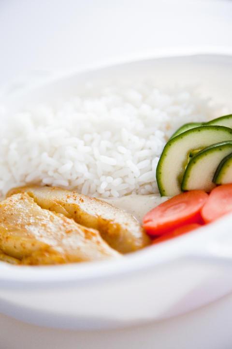 Nöjdare patienter och mindre stress hos vårdpersonal när kostutbildad ansvarar för maten