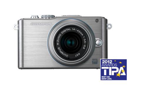 Olympus PEN Lite vinner TIPA award 2012 for beste nybegynnermodell i kategorien; kompakte systemkamera