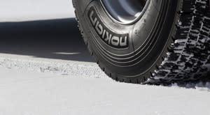 Uusi Nokian Hakkapeliitta Truck D – mestarillista pitoa ja vakautta pitkän matkan liikenteeseen