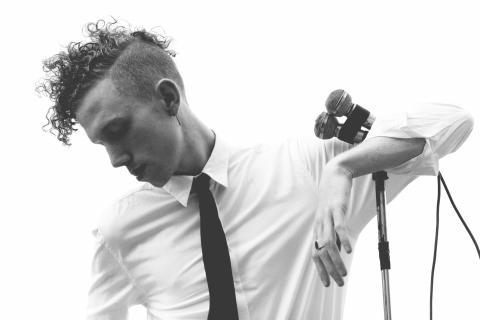 """Erik Hassle - Videorelease av """"Stay"""" med Roy Anderssons """"En kärlekshistoria"""""""