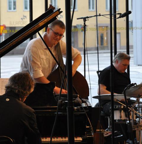 Carte Blanche – Trio X med hemliga gäster 3 mars 16.00