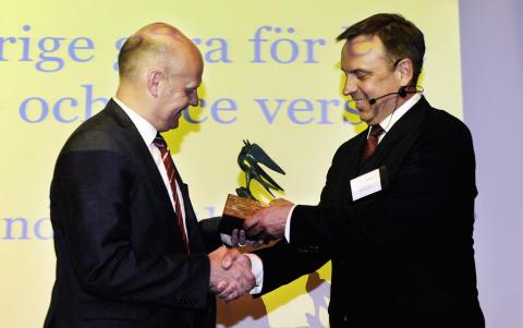 Magnus Nilsson, Vitrolife tar emot årets SwedenBIO Award av statssekreterare Håkan Ekengren