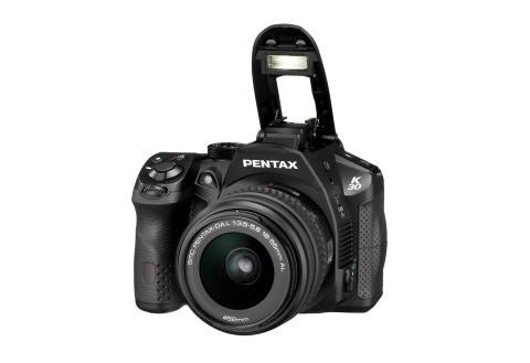 Pentax K-30 musta salama ylhäällä