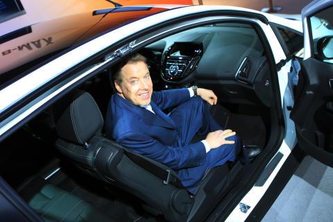 Upouusi Ford B-MAX tuo palkitun SYNC-hätäaputoiminnon ensi kertaa Euroopan markkinoille
