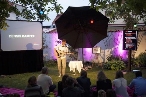Dennis Camitz spelar på TEDxAlmedalen