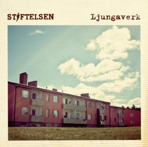Platinasingel och debutalbum för Stiftelsen.