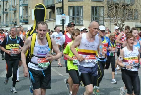 Jeremy Dawson, Extreme Cellist, running the London Marathon for Aspire