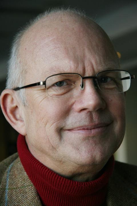 Roger Älmeberg, författare