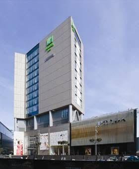 CBRE Hotels EMEA to sell two hotels overlooking the London 2012 Olympic Park