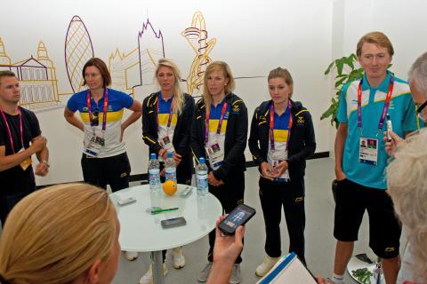 Svenska flaggan hissad i OS-byn och cyklisterna på plats