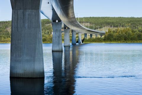 Bron över Ångermanälven