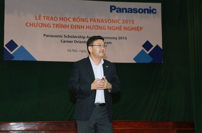 "Mr. Eiji Fukumori Panasonic Vietnam shares with students the key of success for Panasonic and also for young generations: ""Challenge and Change"""