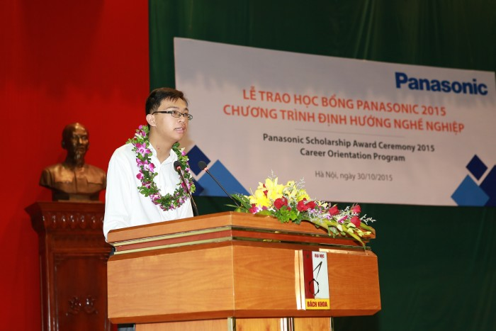 Tran Khanh Hiep, on behalf of 2015 nominated scholars, delivers the acceptance speech