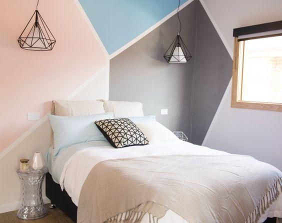 M la ett eget stort grafiskt m nster p v ggarna happy homes for Peinture triangle chambre