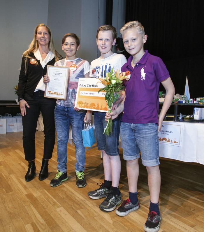 Förstapriset i uppsatstävlingen gick till årskurs 6 på Strandskolan!