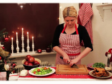 Gårdshalloumisallad med saffransaioli - ett grekiskt julbord med Jennie Benjaminsson