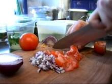 Andreas Hedlund lagar tomatsalsa