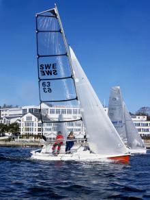 Stenungsbaden Yacht Club skickar hela personalen på skepparkurs