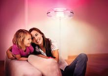 Skab stemning i din dagligstue med Philips LivingAmbiance lamper
