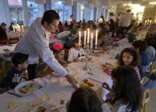Stjärnkockar lagar Nobelmiddag på Akalla grundskola