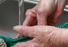 Stor undersökning visar: 6 av 10 reumatiker anser att stelhet och smärta på morgonen kontrollerar deras liv