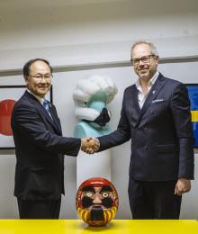 Hövding skriver strategiskt samarbetsavtal med japanska airbagtillverkaren Nihon Plast