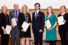 Prins Carl Philip delar ut pris för forskning kring nyfödda