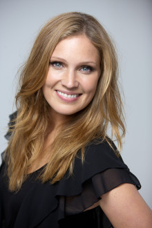 Premiär: Almenäs bjuder in - Molly Sandén