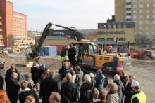 Ett spadtag närmare nytt forskningscentrum på Mölndals sjukhus