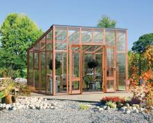 Ny växthusmodell i cederträ från Vansta Trädgård