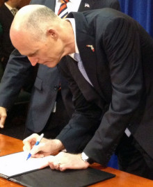 Gov. Rick Scott signs foreclosure bill