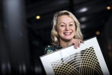 Louise Hoffsten prisas av Sveriges kompositörer och textförfattare