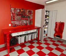 Ge garagegolvet ett lyft med golvplattor från Verktygsboden