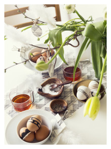 Create Easter finery with wallpaper