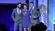 Erika Christensen ger KMR:s Human Rights Award till FOX TV News korrespondent
