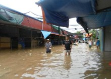 Storm and floods affect at least 34,000 children in the Red River Delta and North Central Vietnam with more heavy rain expected, Save the Children says