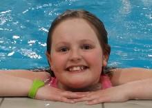 Emma (9) svømte seg til Rhodos