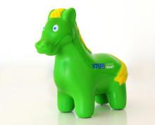 300 gröna minihästar inne i Årjäng