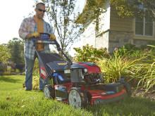 Robust klippare med allhjulsdrift för den kuperade trädgården
