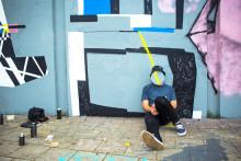 Ny konstvägg målas på Landvetter