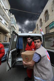Utdelning av Röda Korsets journalistpris och samtal om journalisters roll i väpnade konflikter.