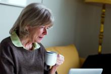 Det grå guld på nettet: 82-årige Kerstin på Tinder for første gang